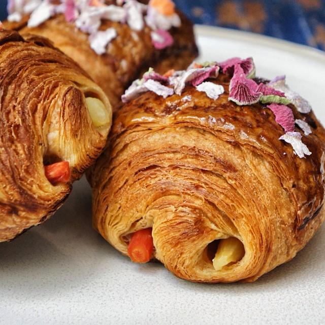 CandW_croissant